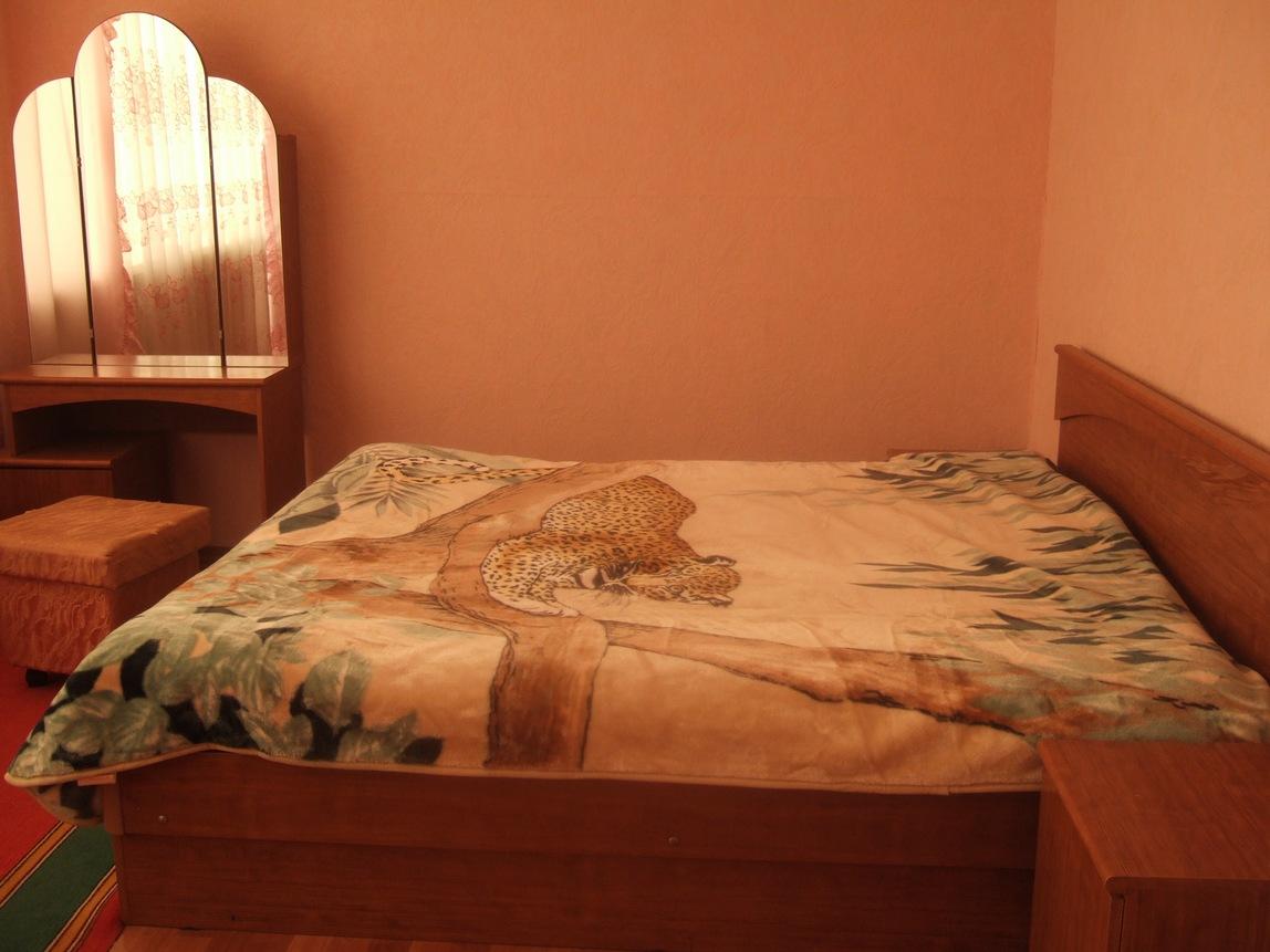 Двухкомнатная квартира посуточно на ул. Урицкого